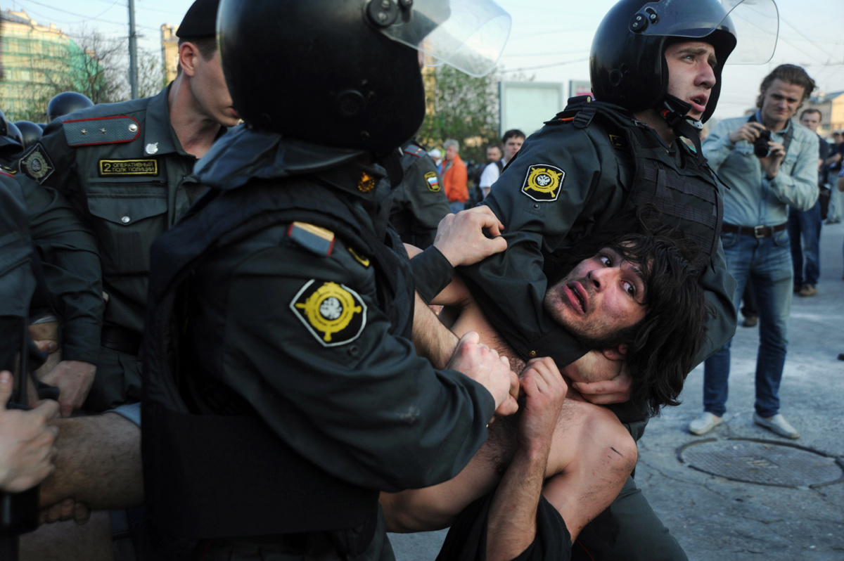 Russian Police officers detain opposition supporters during a rally in Moscow on May 6, 2012. Russian riot police  violently clashed with protesters at a rally on the eve of strongman Vladimir Putin's return for a third Kremlin term, arresting over 250 people including opposition leaders. AFP PHOTO / ANDREY SMIRNOV