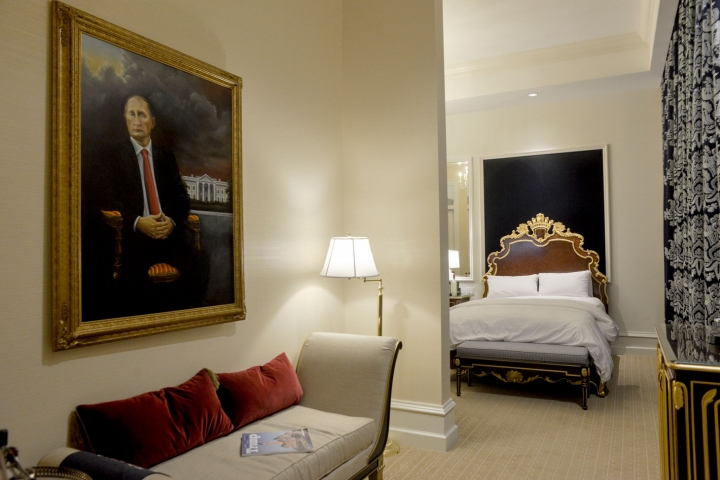 Putin in Trump's hotel – a fake or provocation?A portrait of Vladimir Putin had been hanging in Trump's suite for a month, and no one even noticed it