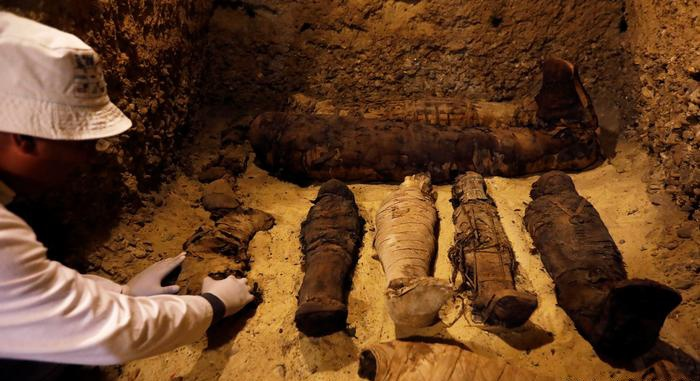 Among the Egyptian mummies replenishmentA tomb with the remains of a well-to-do family is found in Minya