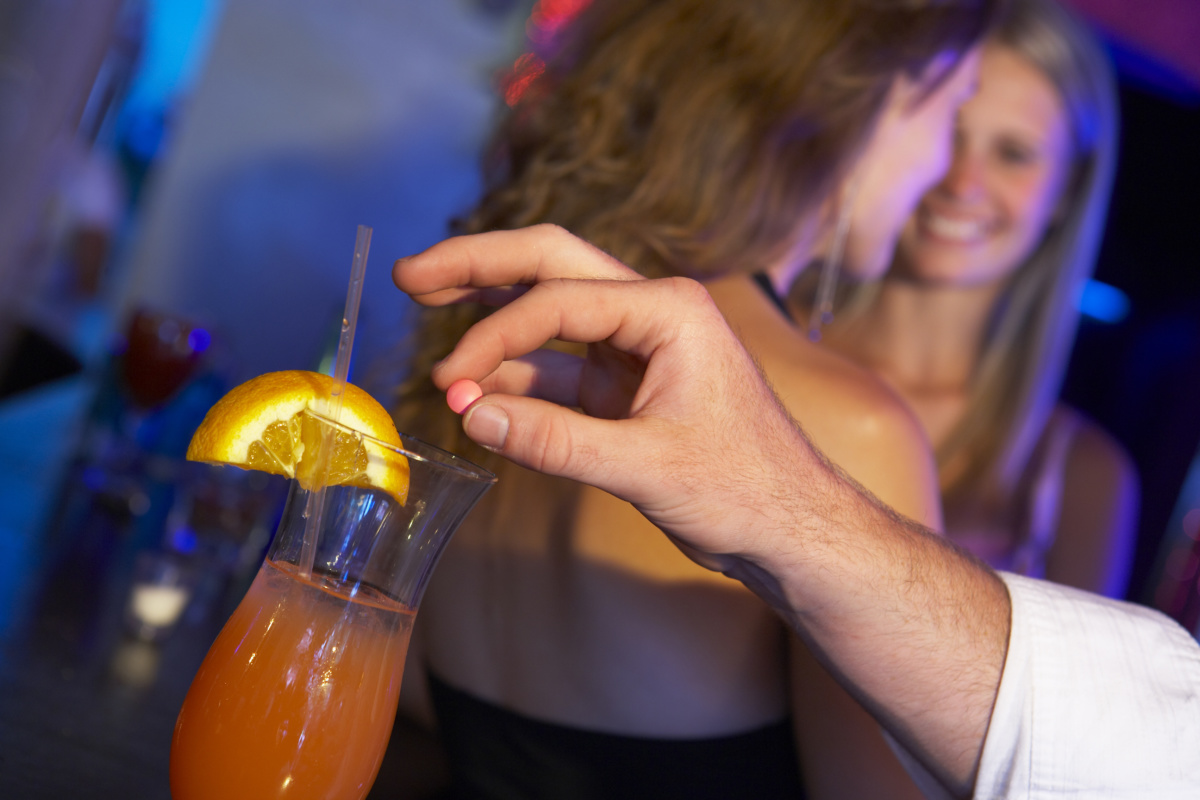 How to recognize «date rape drug»Nail рolish allows you to determine the content of a dangerous substance in the drink