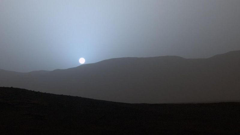 «Curiosity» reveals that Mars has red skies during the day and blue sunsets (source: NASA)
