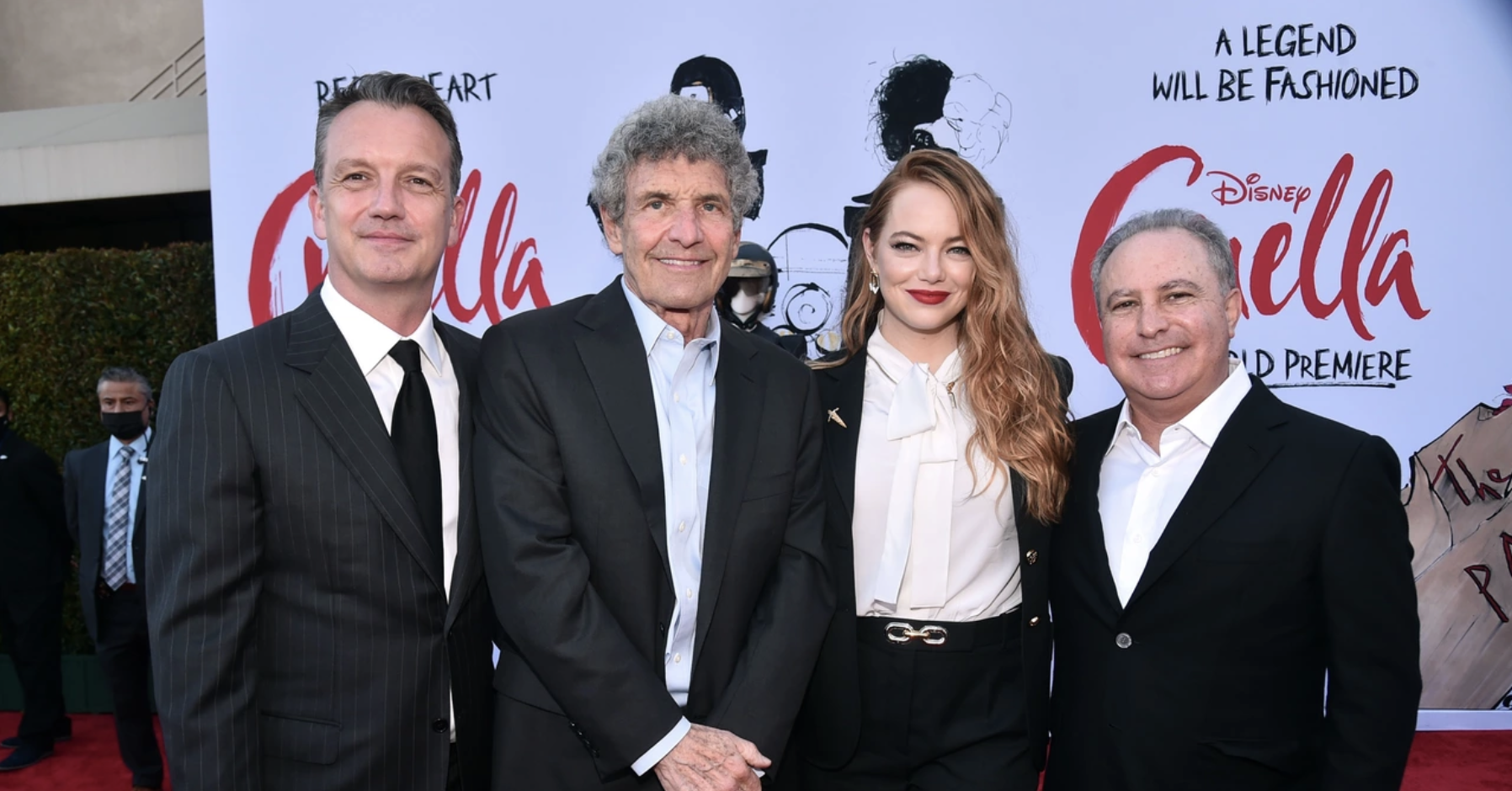 Emma Stone with the makers of «Cruella» at the premiere, 2021 (source: Disney)